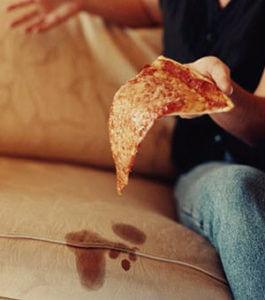 как вывести пятна от масла с дивана