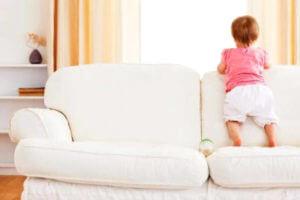Как вывести запах детской мочи с дивана