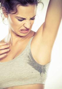 Как вывести пятна пота с одежды